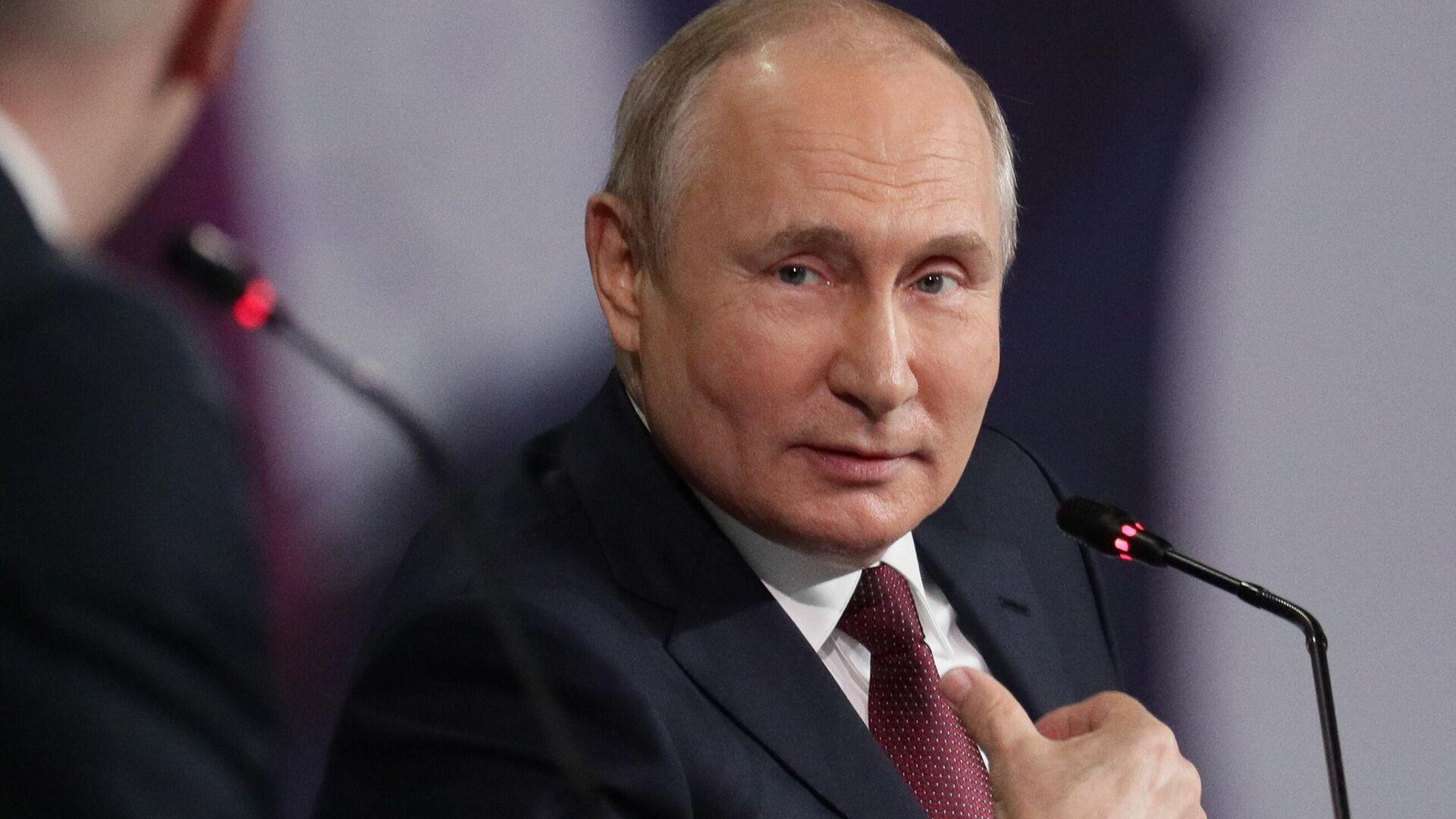 Президент РФ Владимир Путин на пленарном заседании в рамках Петербургского международного экономического форума - 2021 - РИА Новости, 1920, 09.06.2021