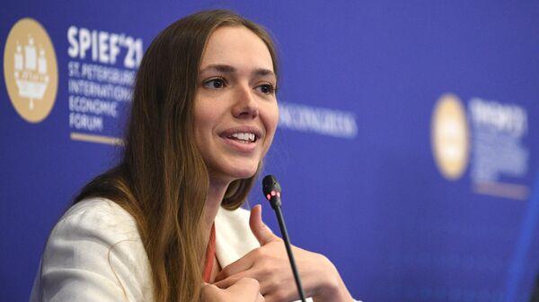 Руководитель Федерального агентства по делам молодежи (Росмолодежь) Ксения Разуваева на пленарной сессии Молодежное предпринимательство : хайп или будущее российской экономики  на ПМЭФ-2021
