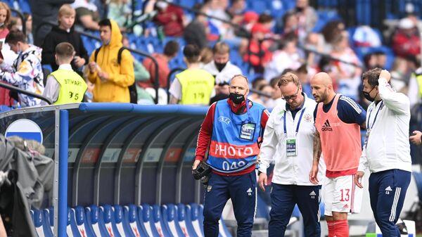 Защитник сборной России Фёдор Кудряшов (второй справа)