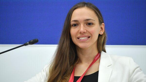 Руководитель, Федеральное агентство по делам молодежи Ксения Разуваева во время сессии Зеленая суббота: день экологии