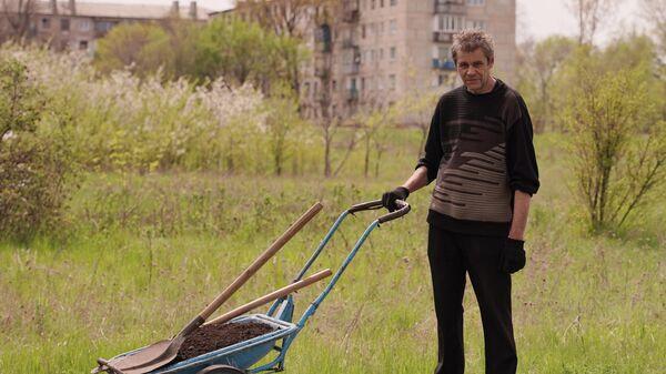Житель поселка Золотое Луганской Народной Республики