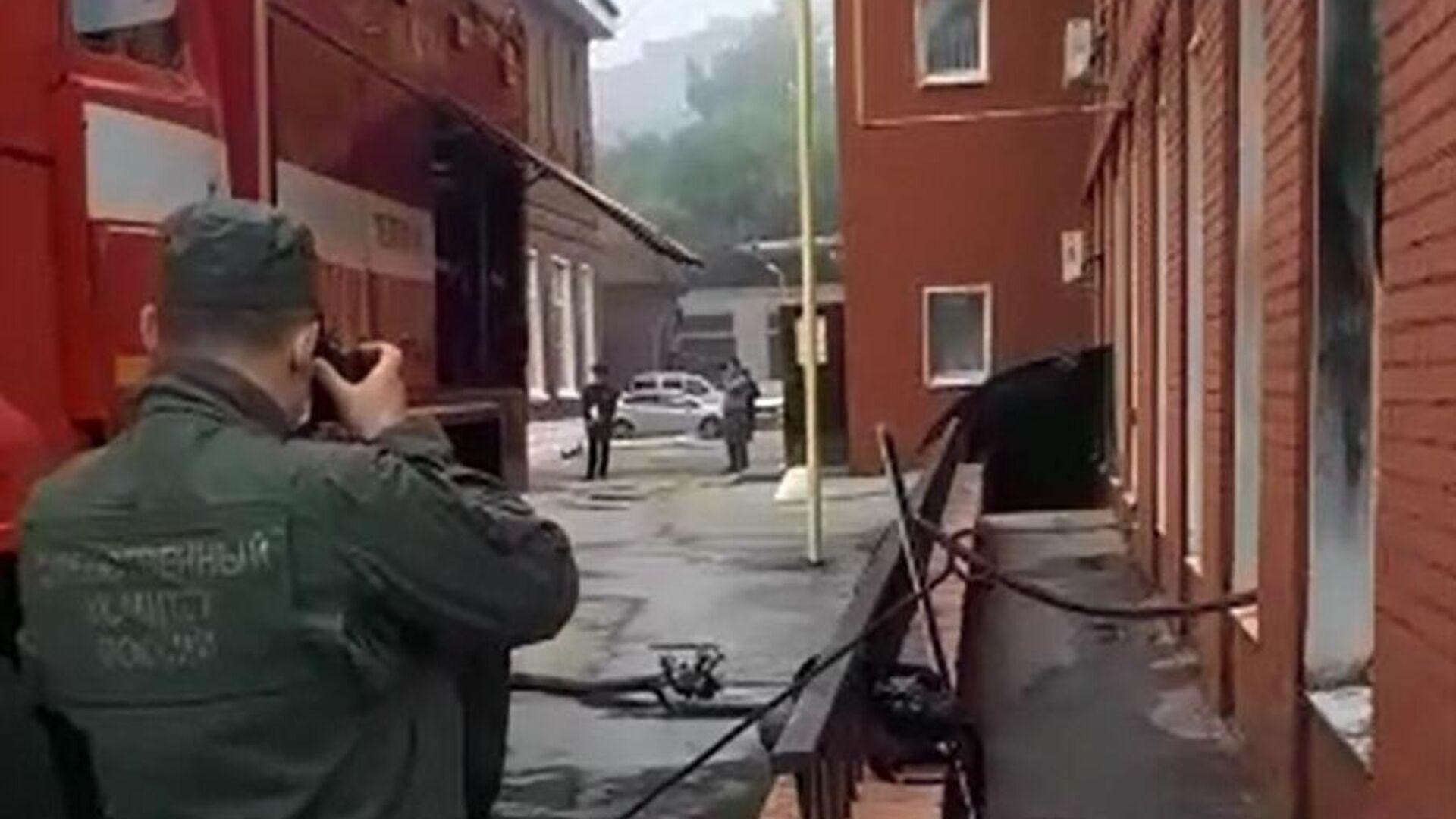 Сотрудник СК на месте пожара в больнице имени Семашко в Рязани - РИА Новости, 1920, 16.06.2021