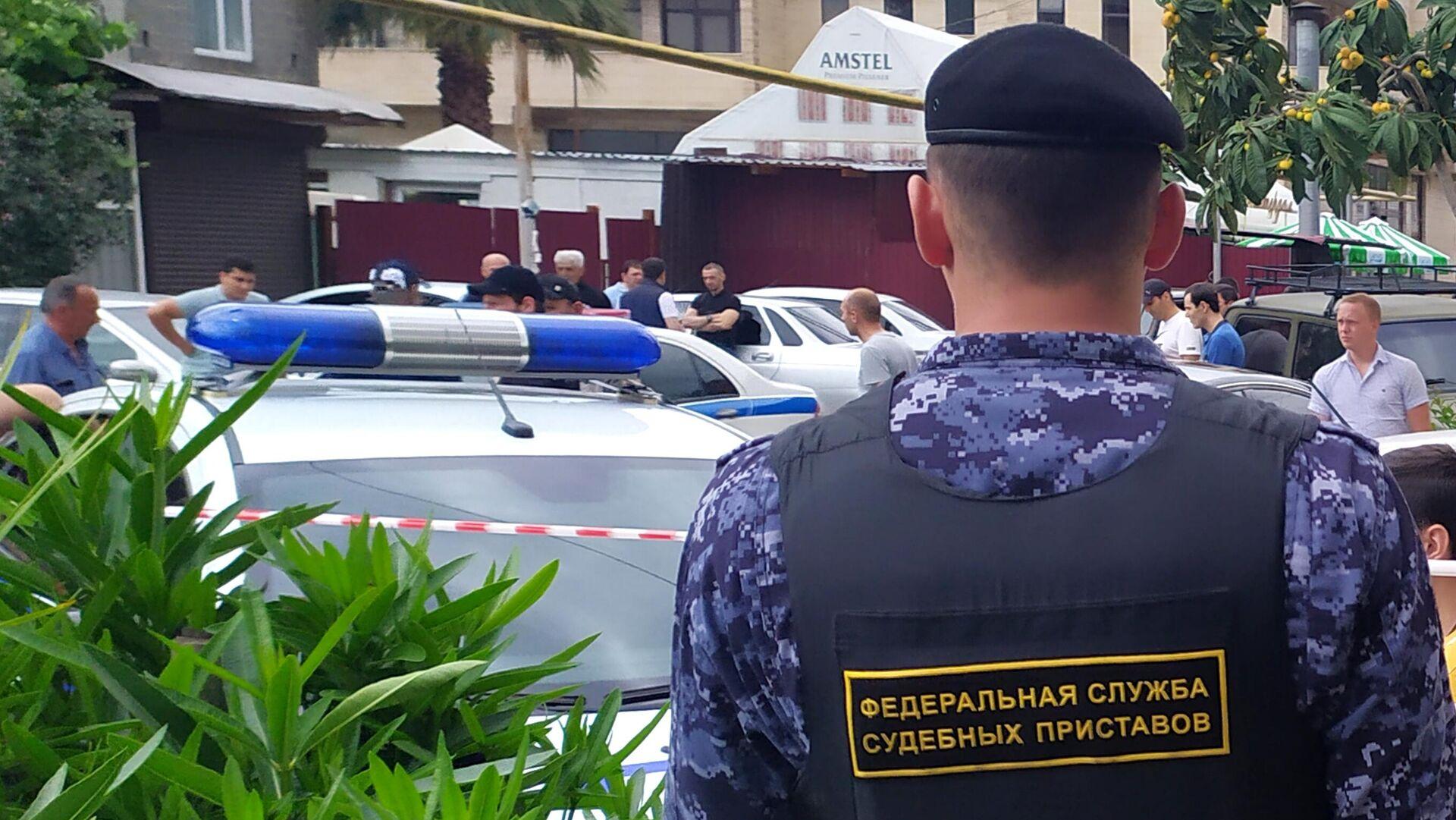 Сотрудник ФССП на месте убийства судебных приставов в Адлере - РИА Новости, 1920, 09.06.2021
