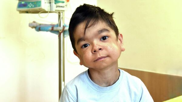 Мальчик-с-пальчик: одиннадцатилетнего Забира спасет дорогое лекарство