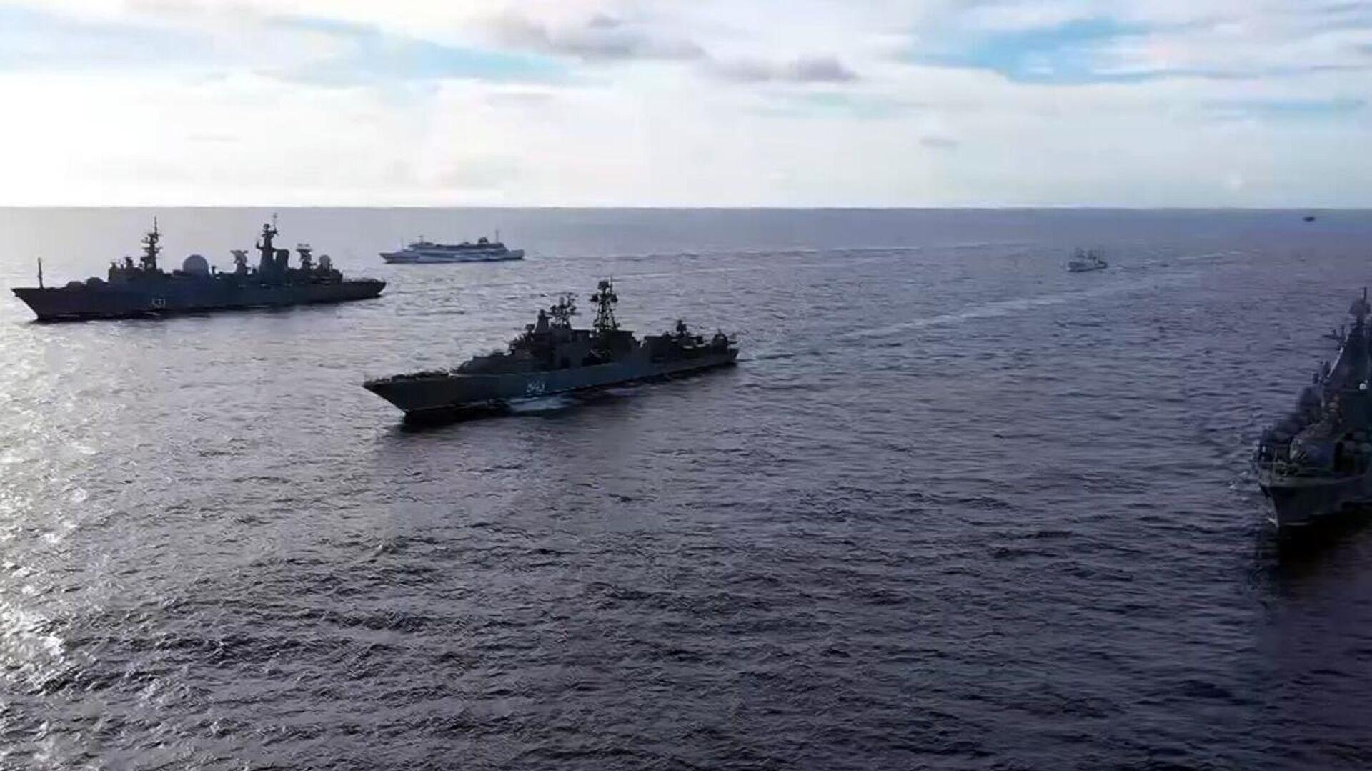 Тактическая группа надводных боевых кораблей Тихоокеанского флота во время проведения оперативных учений разнородных сил флота в дальней морской зоне в Тихом океане - РИА Новости, 1920, 21.06.2021