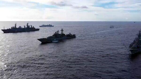 Тактическая группа надводных боевых кораблей Тихоокеанского флота во время проведения оперативных учений разнородных сил флота в дальней морской зоне в Тихом океане