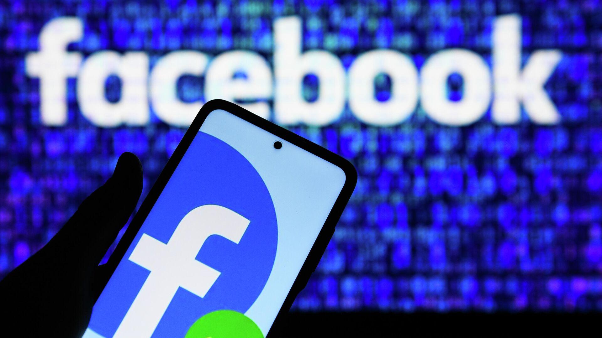 Приложение социальной сети Facebook в мобильном телефоне - РИА Новости, 1920, 27.09.2021