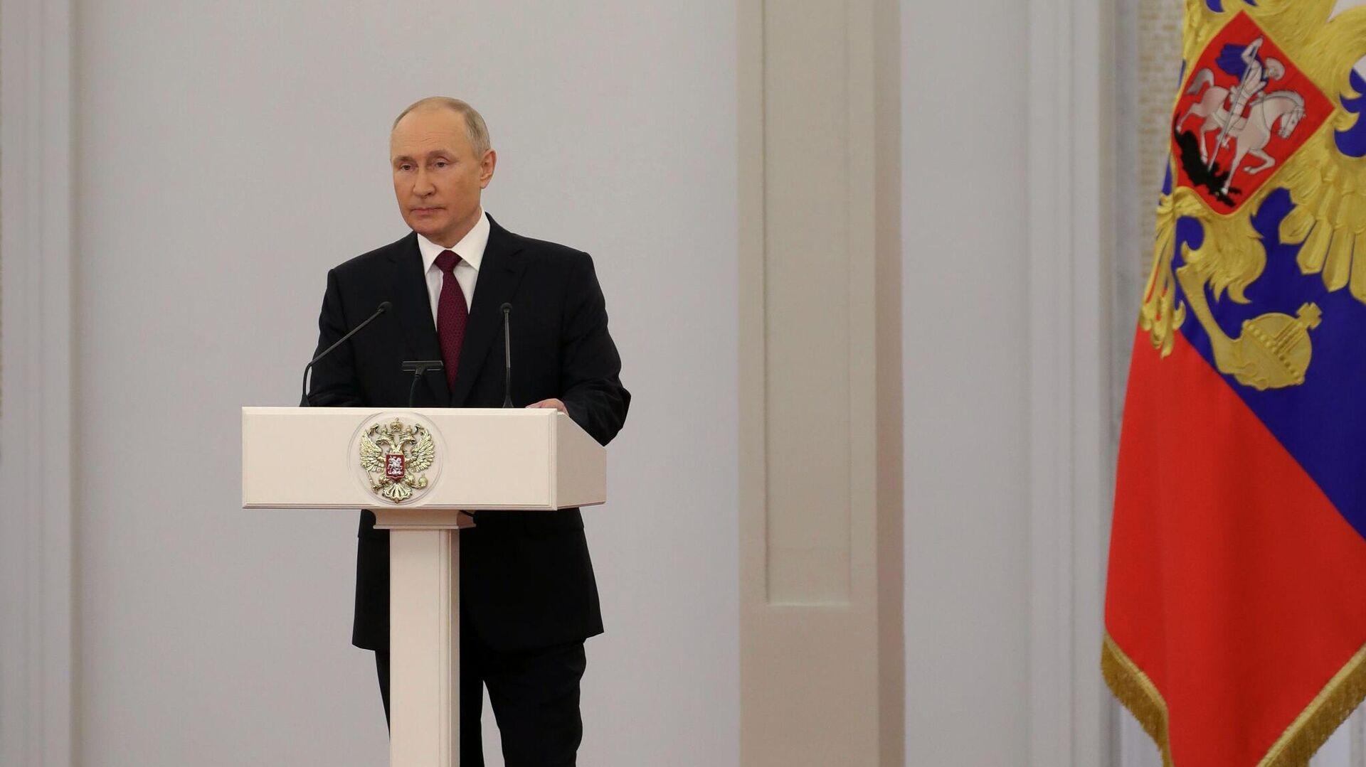 Президент РФ Владимир Путин на торжественной церемонии вручения государственных премий России - РИА Новости, 1920, 12.06.2021