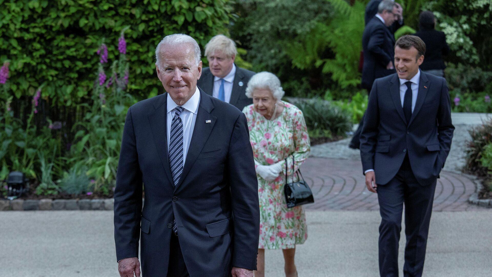 Королева Великобритании Елизавета, президент США Джо Байден, премьер-министр Великобритании Борис Джонсон и президент Франции Эммануэль Макрон на саммите G7 в графстве Корнуолл, Великобритания - РИА Новости, 1920, 13.06.2021