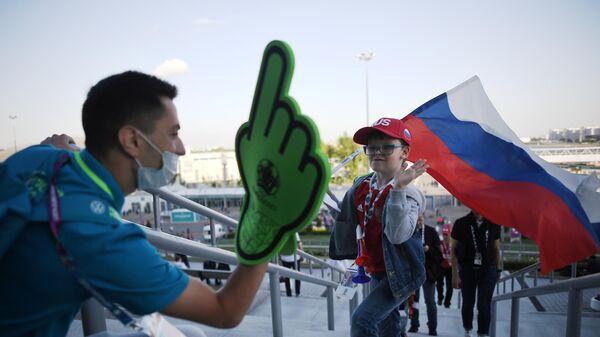 Футбол. ЧЕ-2020. Болельщики перед матчем сборной России