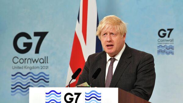 Премьер-министр Великобритании Борис Джонсон выступает на пресс-конференции по окончании саммита G7 в Великобритании