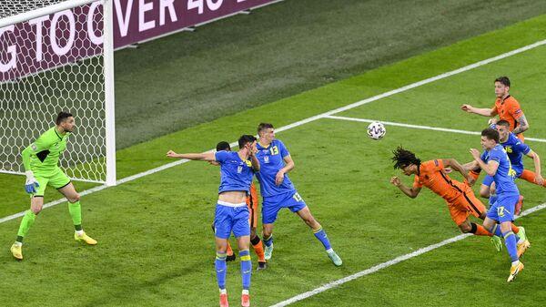 Игровой момент матча Нидерланды - Украина