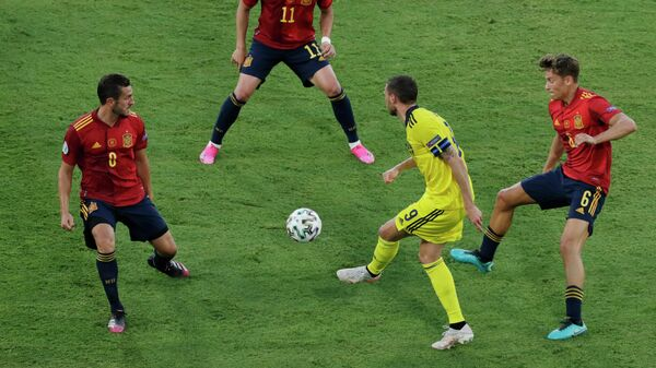 Игровой момент матча Испания - Швеция