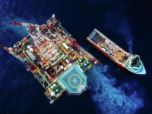 Работа фотографа Сяосюй Пу Китайские бурильщики скважин в Южно-Китайском море