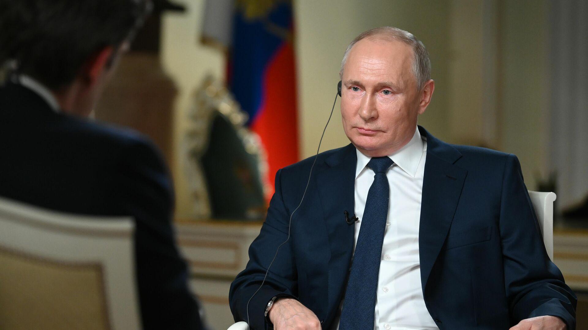 Президент РФ Владимир Путин отвечает на вопросы журналиста телекомпании NBC Кира Симмонса - РИА Новости, 1920, 16.06.2021