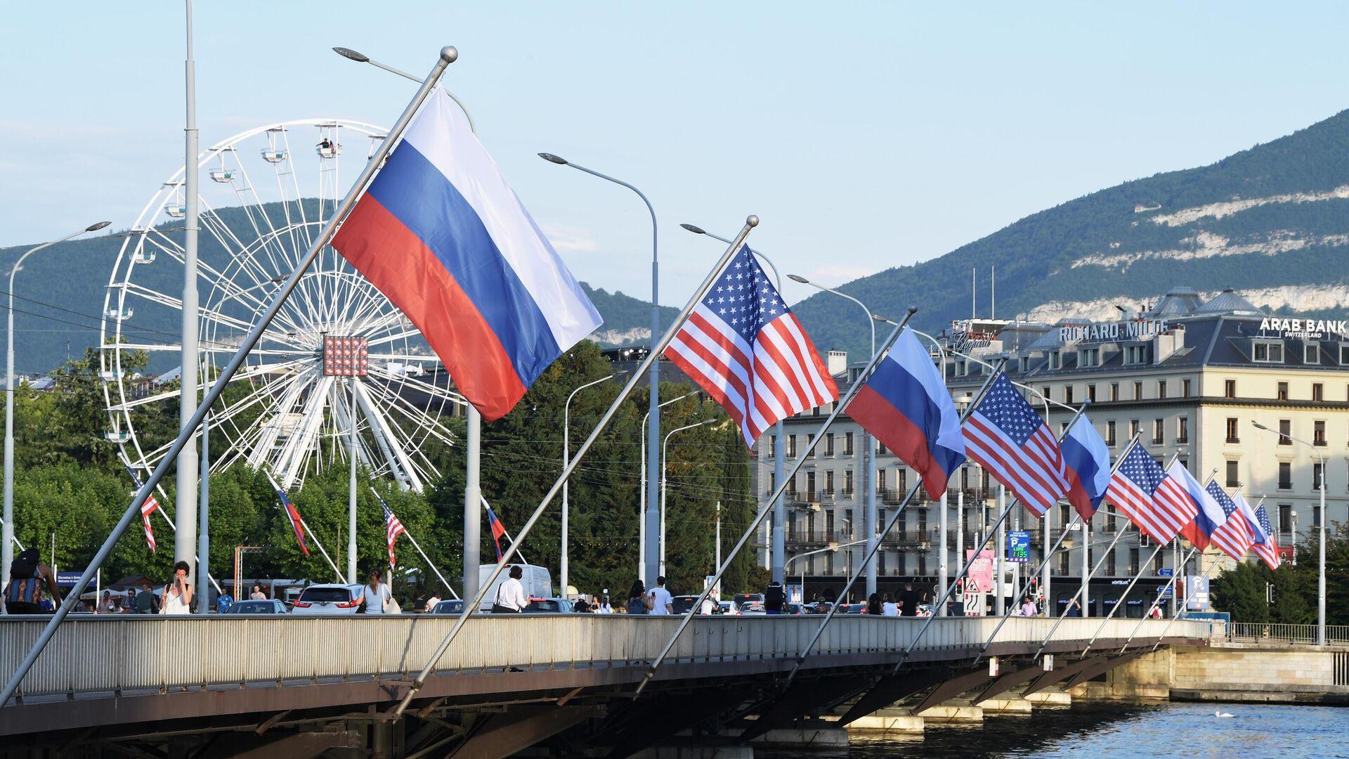 Флаги России и США на мосту Монблан в Женеве - РИА Новости, 1920, 09.09.2021