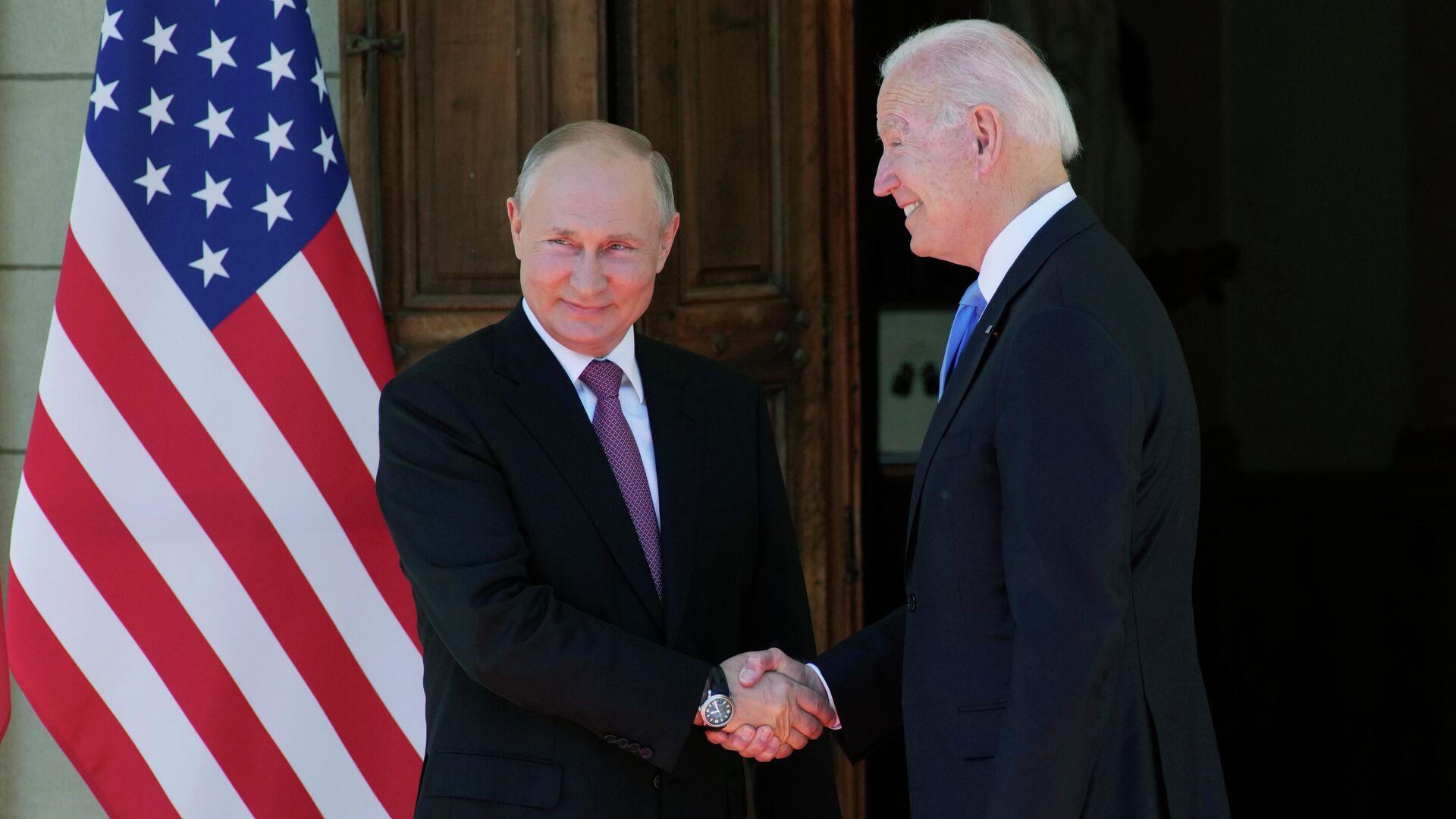 Президент РФ Владимир Путин и президент США Джо Байден во время встречи на вилле Ла Гранж в Женеве - РИА Новости, 1920, 13.10.2021