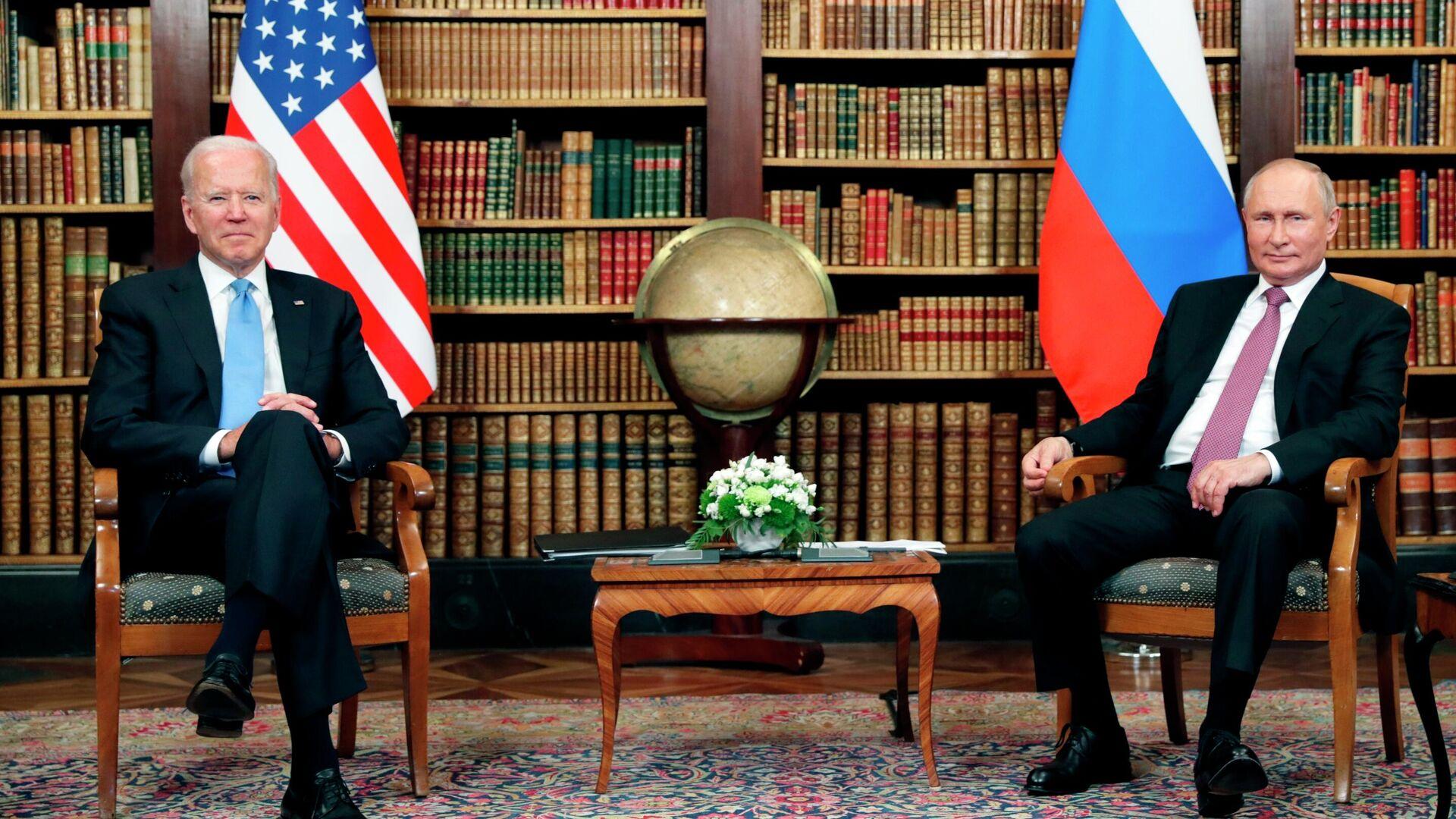 Президент РФ Владимир Путин и президент США Джо Байден во время встречи в Женеве на вилле Ла Гранж - РИА Новости, 1920, 09.07.2021