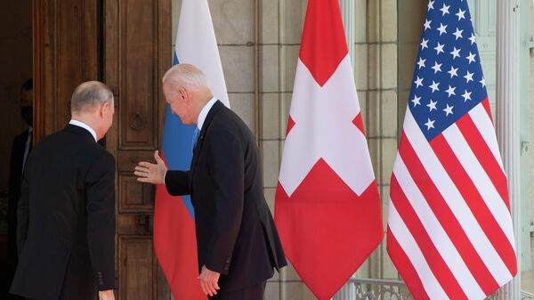 Президент РФ Владимир Путин и президент США Джо Байден во время встречи на вилле Ла Гранж в Женеве