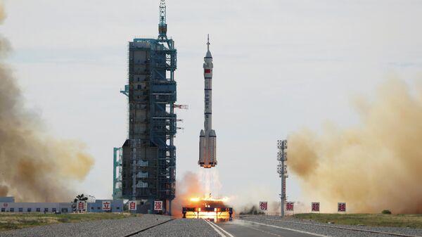 Запуск ракеты-носитель Чанчжэн-2F с пилотируемым кораблем Шэньчжоу-12, Китай
