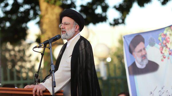 Кандидат в президенты Ирана Ибрахим Раиси во время предвыборного митинга в Тегеране