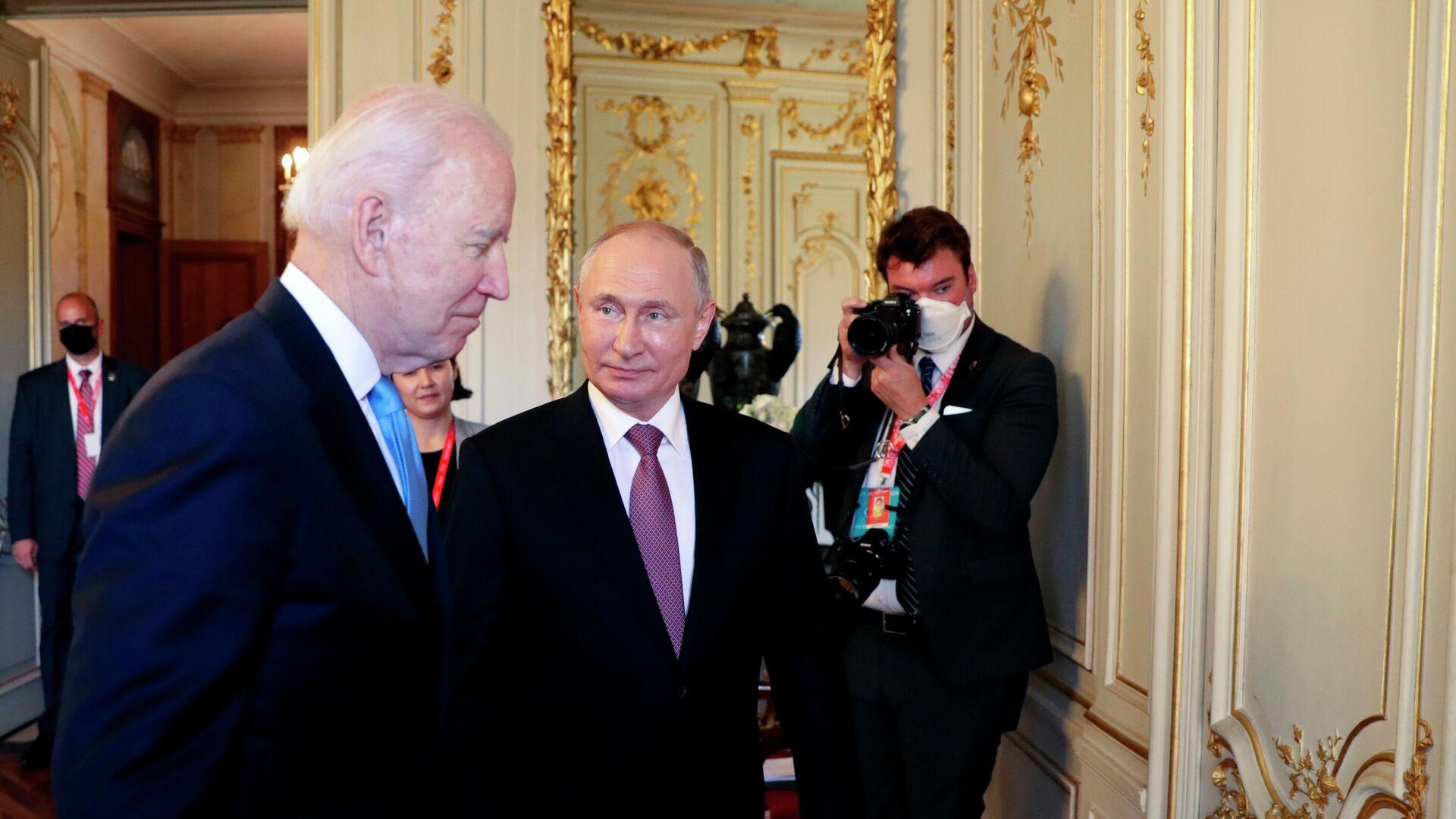 Президент РФ Владимир Путин и президент США Джо Байден перед началом российско-американских переговоров на вилле Ла Гранж в Женеве - РИА Новости, 1920, 23.07.2021
