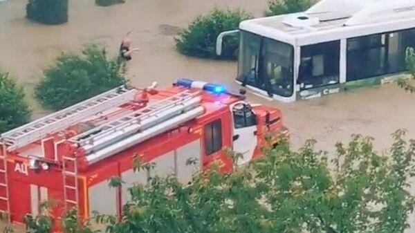 Затопленные дворы и машины: наводнение в Керчи