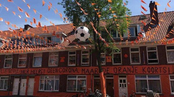 Самая оранжевая улица Гааги Marktweg