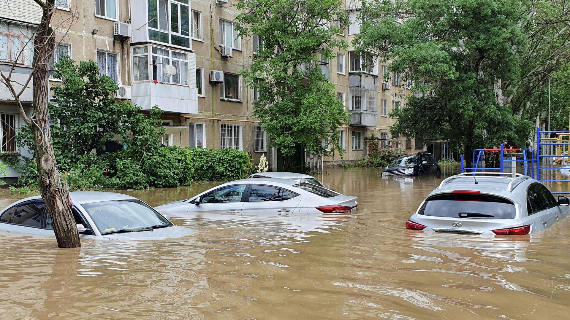 Последствия сильных ливней в Керчи - РИА Новости, 1920, 17.06.2021