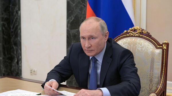 Президент РФ Владимир Путин проводит встречу с выпускниками Высшей школы государственного управления