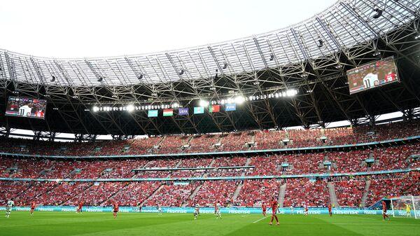 Болельщики на трибунах стадиона Пушкаш Арена в Будапеште