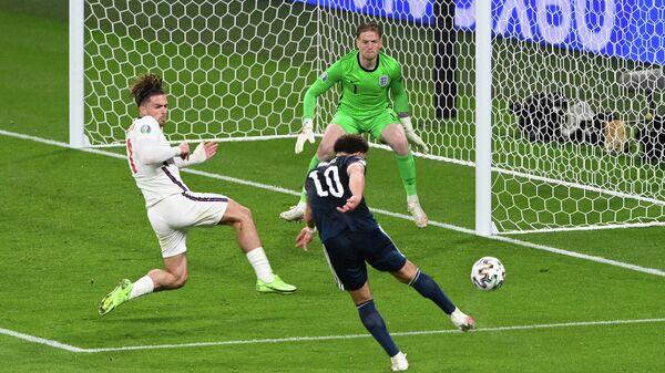 Игровой момент матча сборных Англии и Шотландии на ЕВРО-2020