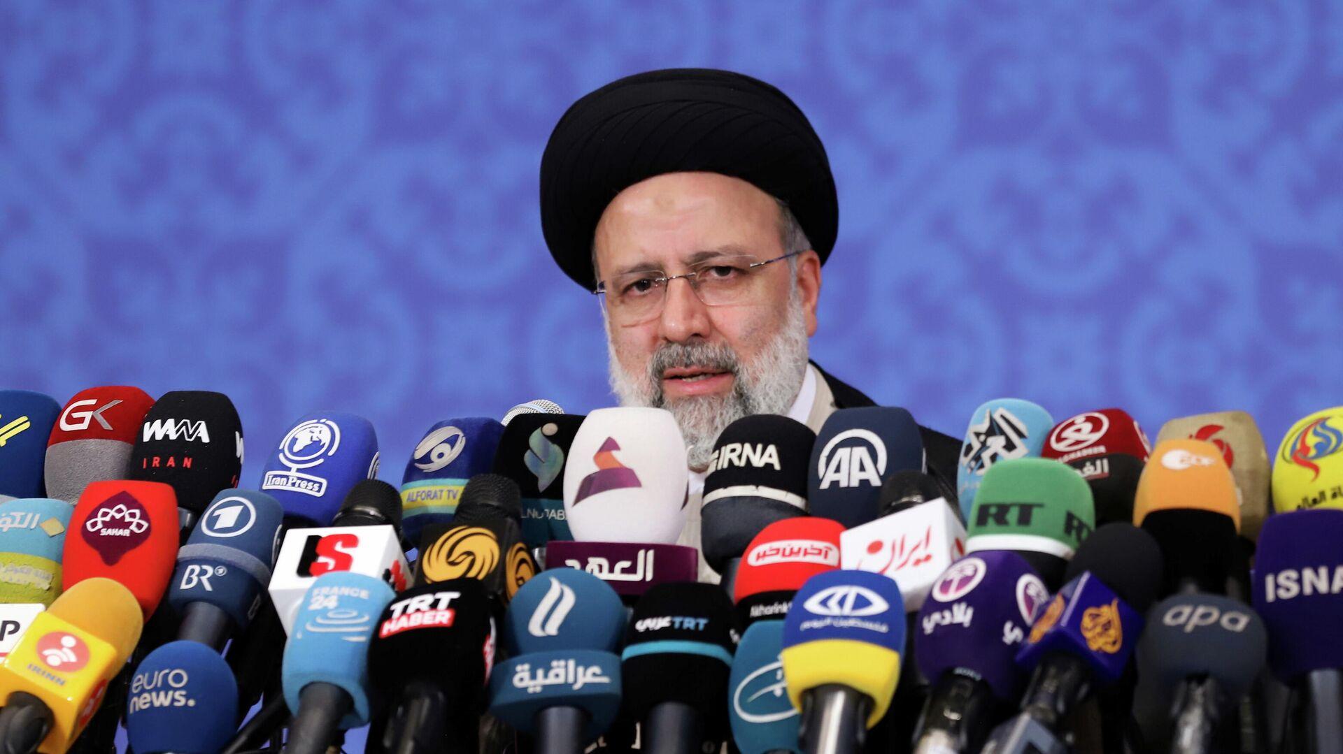 Избранный президент Ирана Ибрахим Раиси во время пресс-конференции в Тегеране - РИА Новости, 1920, 06.07.2021