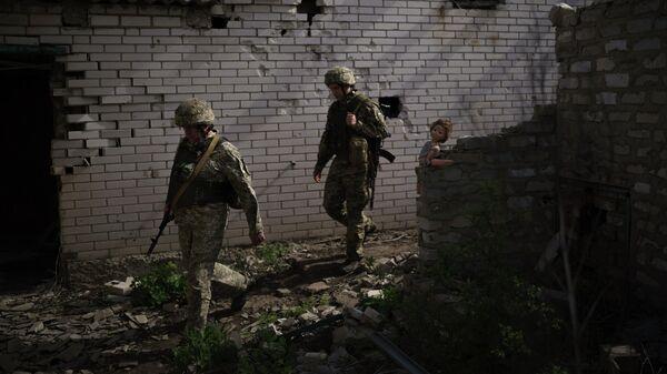Украинские военные на линии соприкосновения возле Донецка