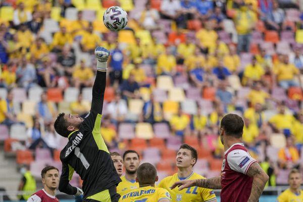 Вратарь сборной Украины Георгий Бущан