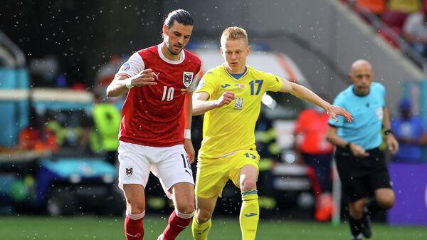 Полузащитник сборной Австрии Флориан Гриллич (слева) и хавбек сборной Украины Александр Зинченко