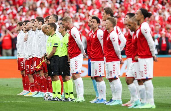 Футболисты сборных России и Дании