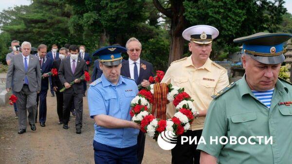 Глава дипломатических миссий России, Азербайджана, Армении, Белоруссии, Казахстана, Киргизии, Таджикистана и Туркмении возложили цветы к могиле Зорге
