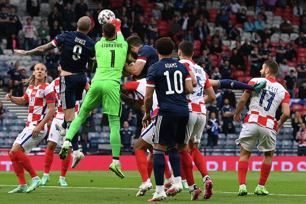 Игровой момент матча Хорватия - Шотландия