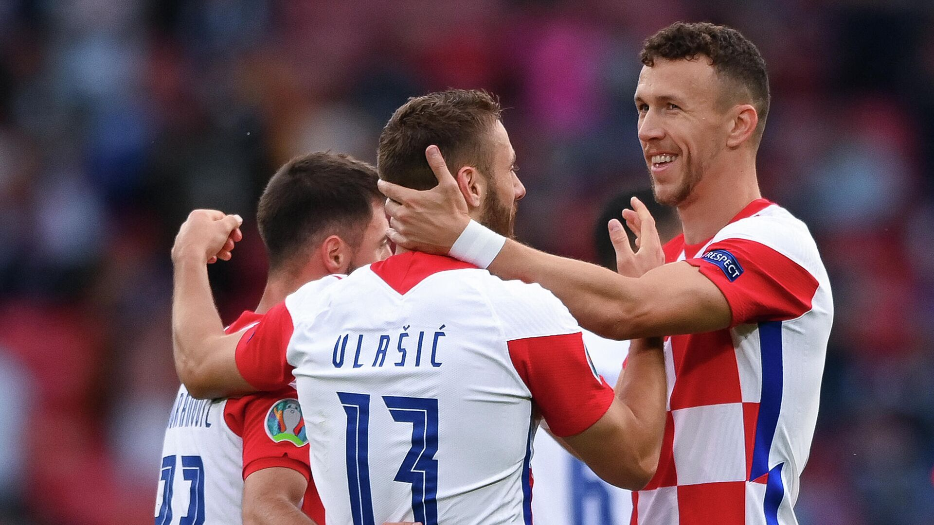 Croatia's midfielder Nikola Vlasic (C) celebrates with teammates after scoring the first goal during the UEFA EURO 2020 Group D football match between Croatia and Scotland at Hampden Park in Glasgow on June 22, 2021. (Photo by Stu Forster / POOL / AFP) - РИА Новости, 1920, 22.06.2021