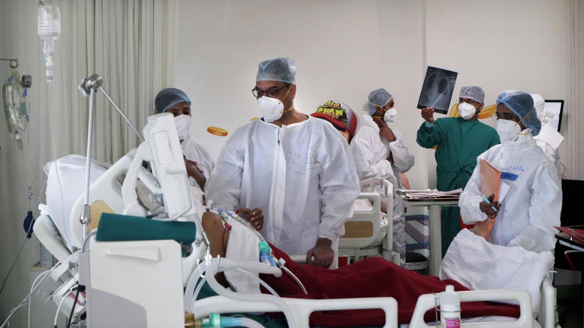 Медицинские работники в госпитале для зараженных коронавирусной инфекцией COVID-19 в городе Мумбай, Индия - РИА Новости, 1920, 23.07.2021