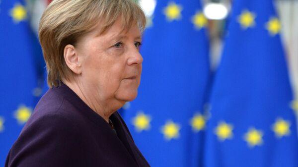 В Германии установили конную статую Меркель