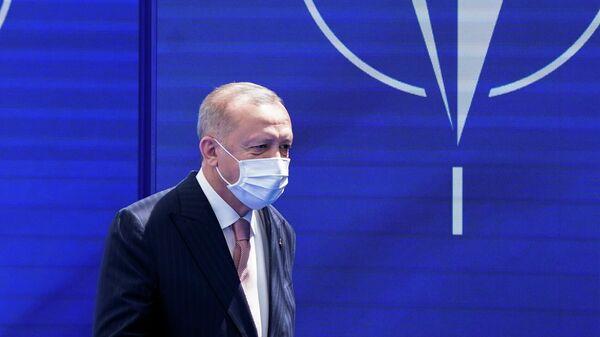 Президент Турции Реджеп Тайип Эрдоган на саммите НАТО в штаб-квартире в Брюсселе