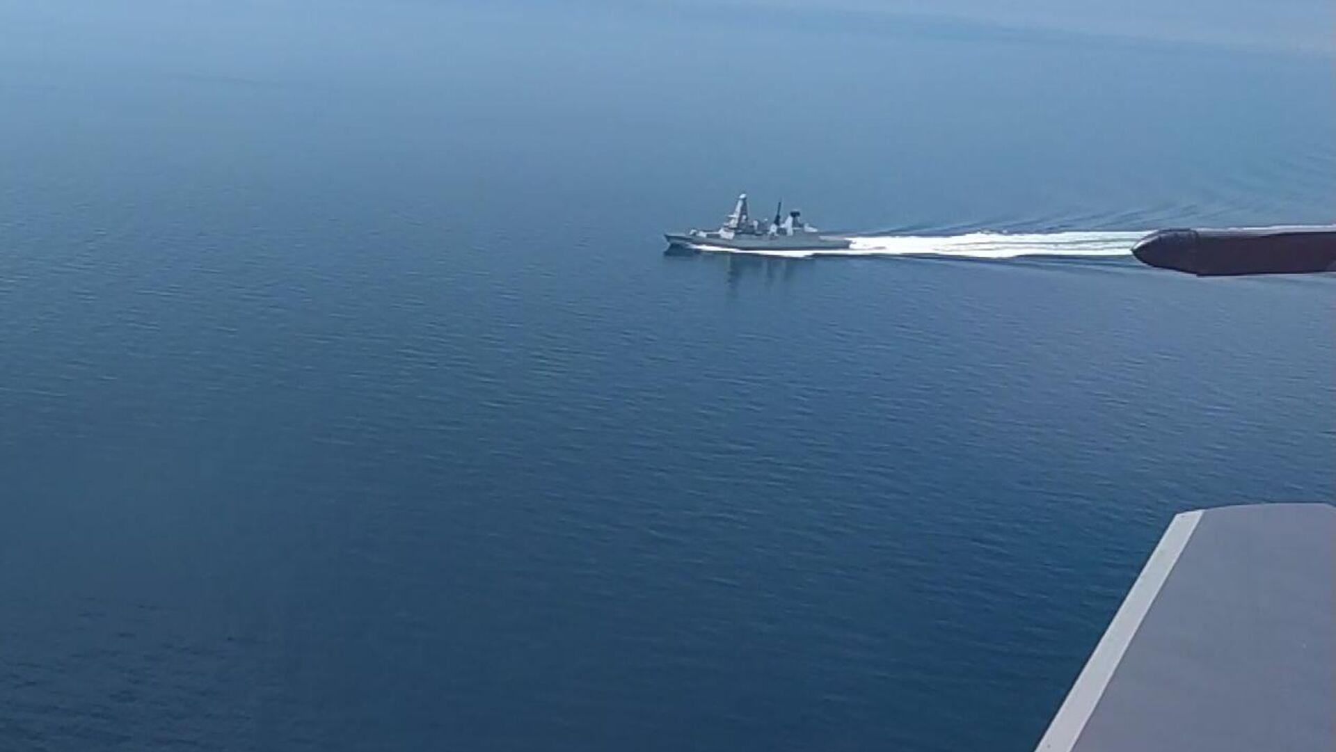 Эсминец Defender ВМС Великобритании в районе мыса Фиолент. Стоп-кадр видео - РИА Новости, 1920, 24.06.2021