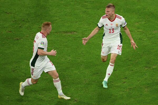 Полузащитник сборной Венгрии Ондраш Шефер (справа)