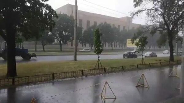 То, что надо после жары! В Петербурге наконец-то пошел дождь
