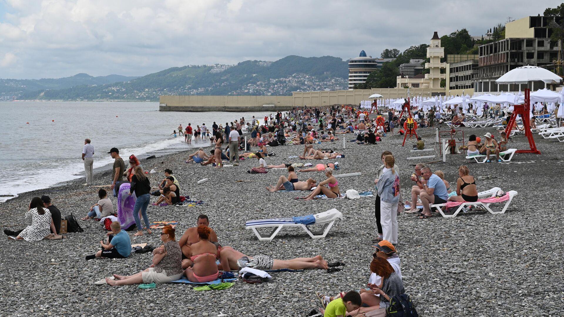 Отдыхающие на пляже Ривьера в Сочи - РИА Новости, 1920, 05.08.2021