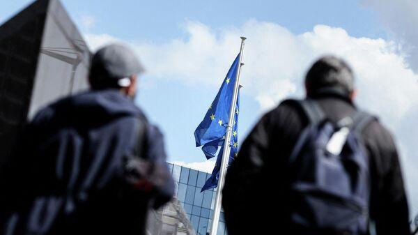 Флаги ЕС возле штаб-квартиры Европейской комиссии в Брюсселе