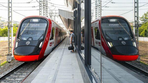 Поезд Иволга на станции Щукинская Московского центрального диаметра - 2