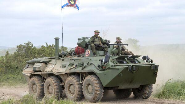 БТР-80 во время учений на острове Сахалин